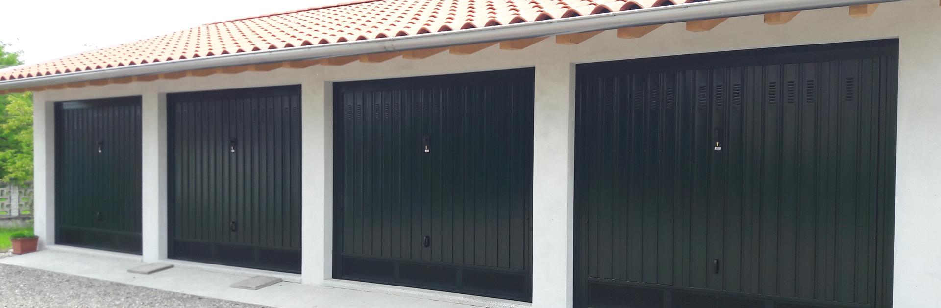 produzione porte basculanti in lamiera, vendita e messa in posa